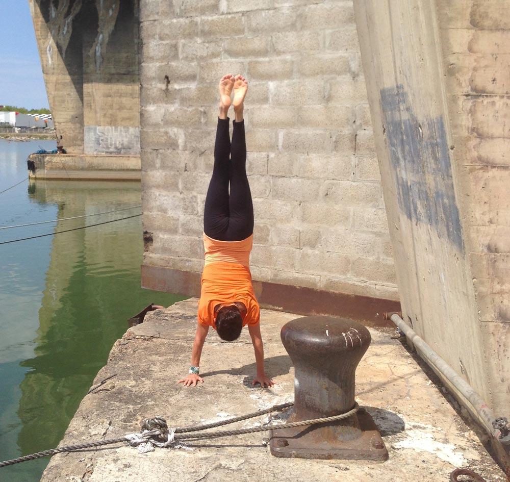 position handstand yoga
